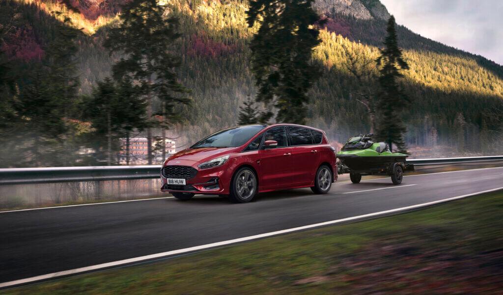 Ford S-Max Hybrid przód ST-Line z przyczepą
