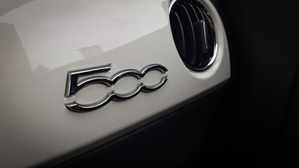 Fiat 500 - oznaczenie na desce