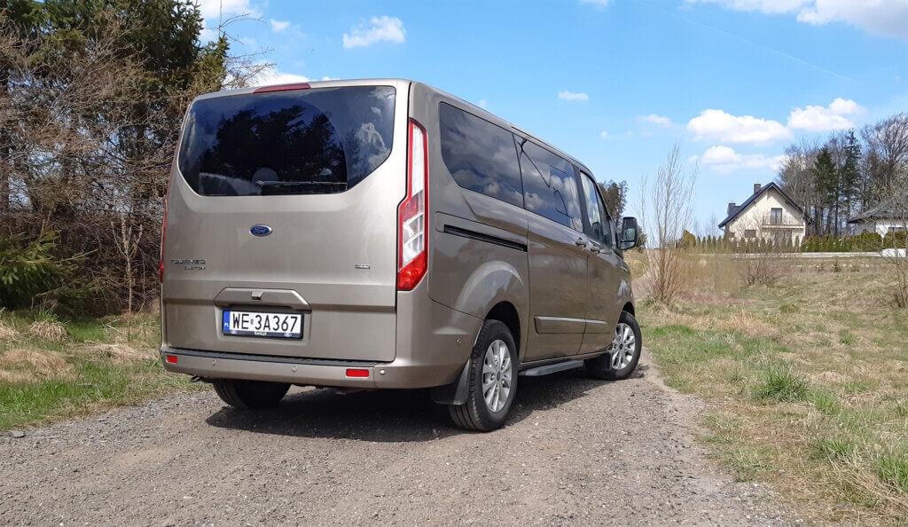 Ford Tourneo Custom PHEV - widok z tyłu