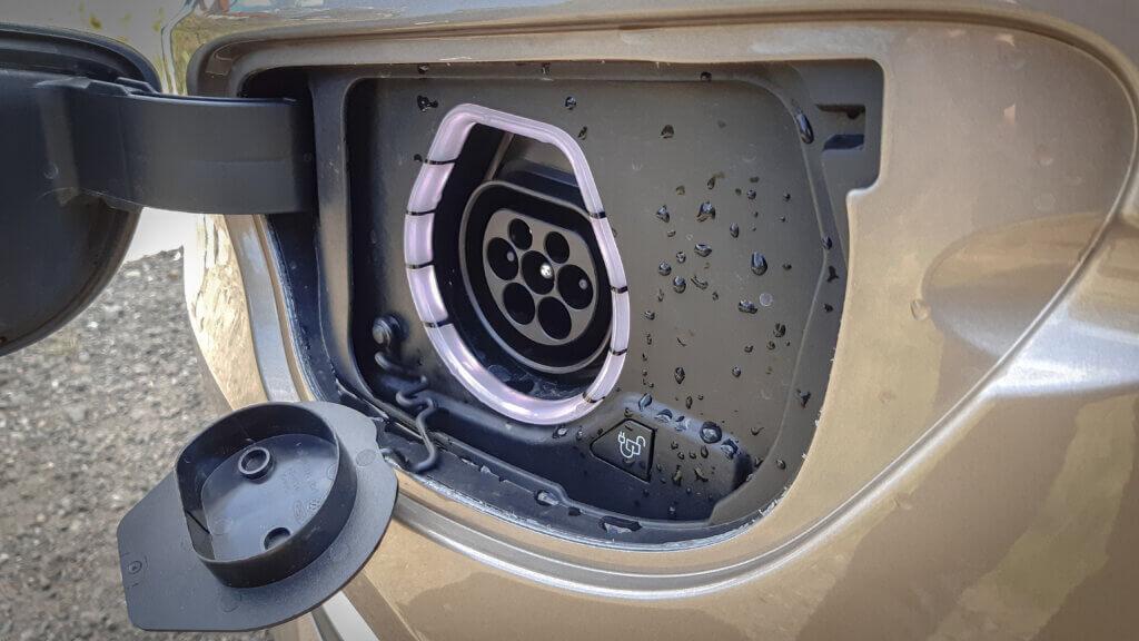 Ford Tourneo Custom - Gniazdo ładowania