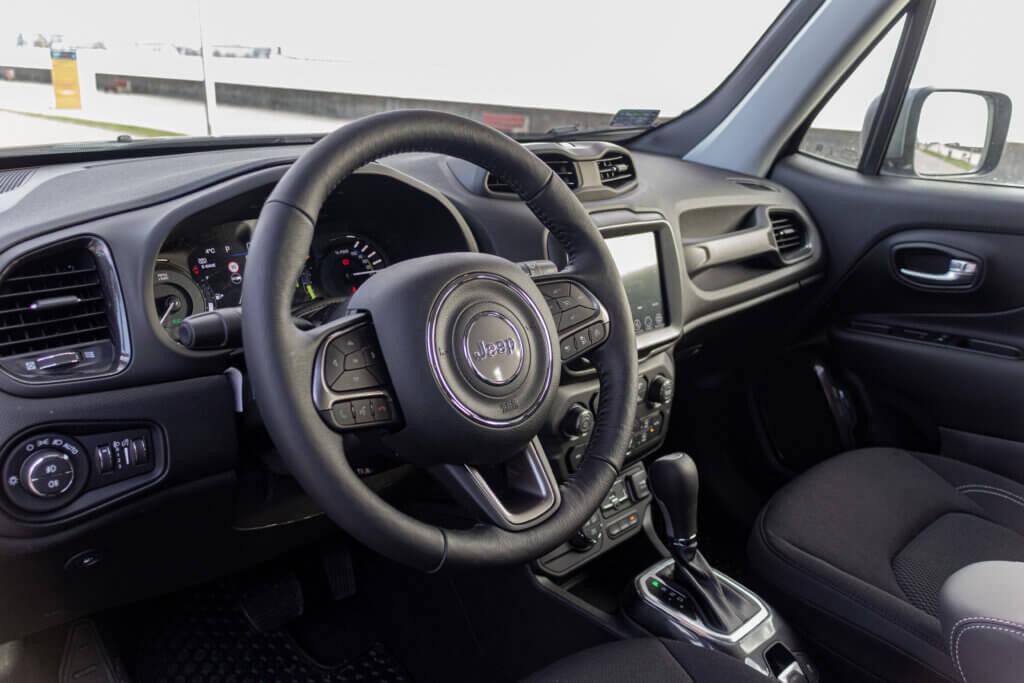 Jeep Renegade 4xe Limited wnętrze