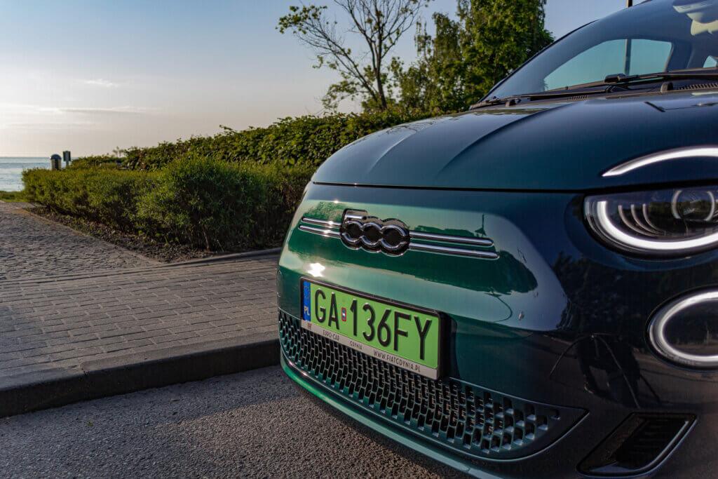 Nowy Fiat 500 BEV przód grill