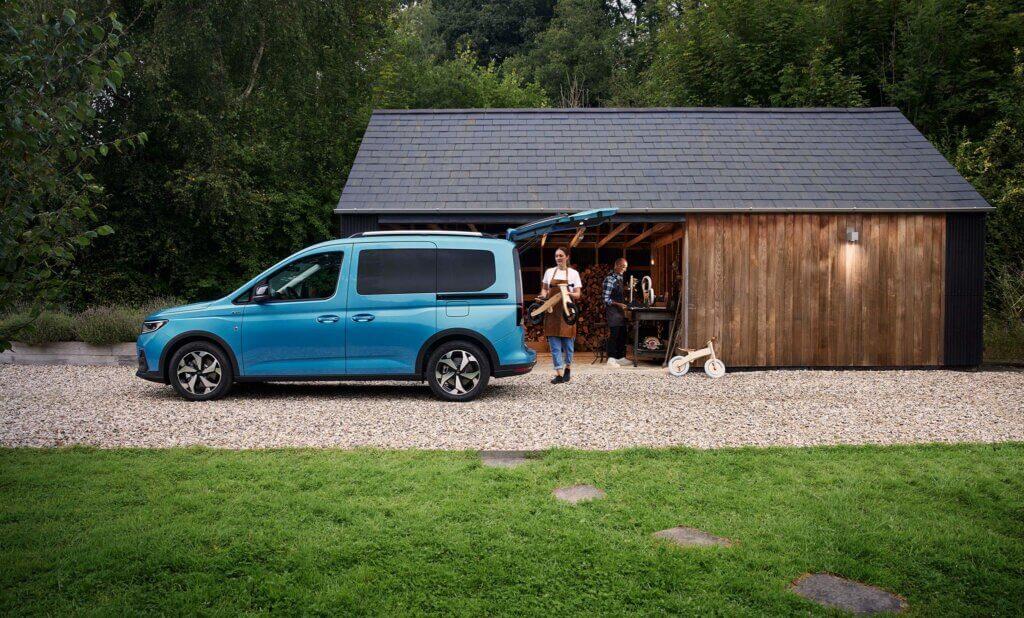 2022 Nowy Ford Tourneo Connect Active bok otwarta klapa